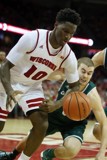 Wisconsin Badgers vs. Purdue Boilermakers - 12/29/15 College Basketball Pick, Odds, and Prediction