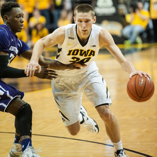 Iowa Hawkeyes vs. Penn State Nittany Lions - 2/3/16 College Basketball Pick, Odds, and Prediction