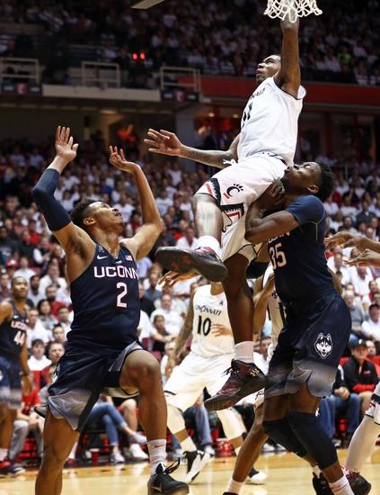 Cincinnati Bearcats vs. Connecticut Huskies - 3/11/16 College Basketball Pick, Odds, and Prediction