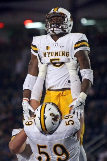 Wyoming vs. Utah State - 11/5/16 College Football Pick, Odds, and Prediction