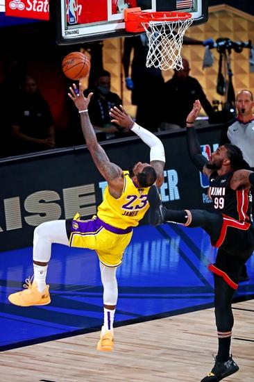 Jeter's NBA Game 5 Play Heat/ Lakers